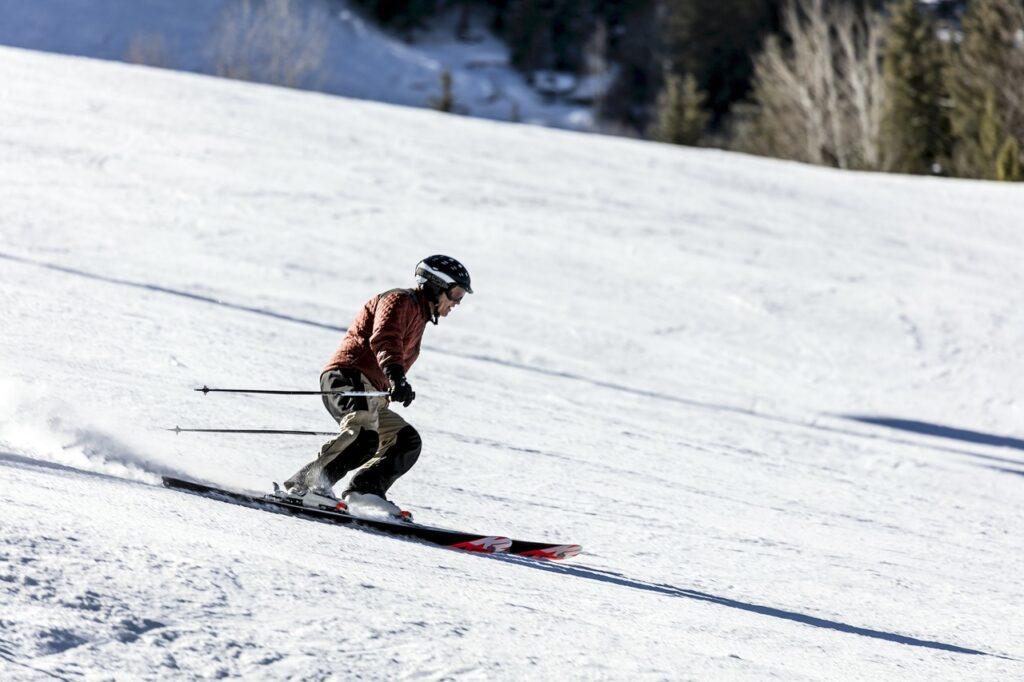 Skiing in Aspen, Colorado - North American Adventures